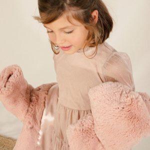 Chaqueta de pelo con capucha rosa empolvado